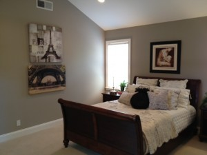For Good Feng Shui we want to be able to move around the rooms without it feeling to tight. By not having a dresser on this wall we can move freely around the bed making the room feel more spacious.